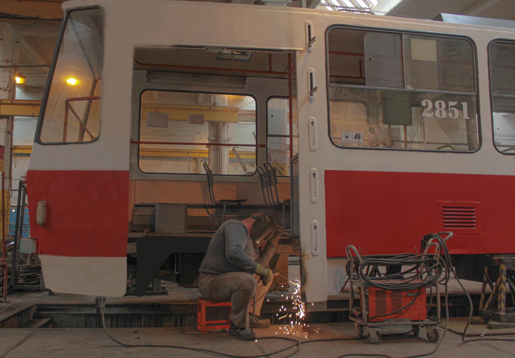 Волгоградский «Метроэлектротранс» снизил время ремонта трамваев благодаря национальному проекту «Производительность труда»
